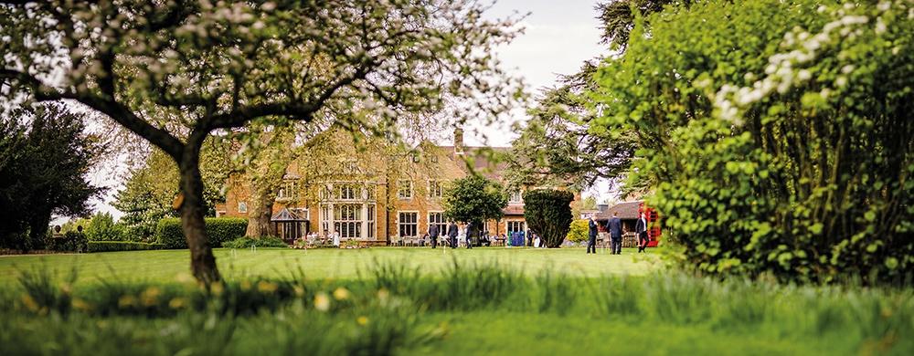 WEB-Highgate House Wedding - Garden 10 ##Photographer - www.edclayton.co.uk##